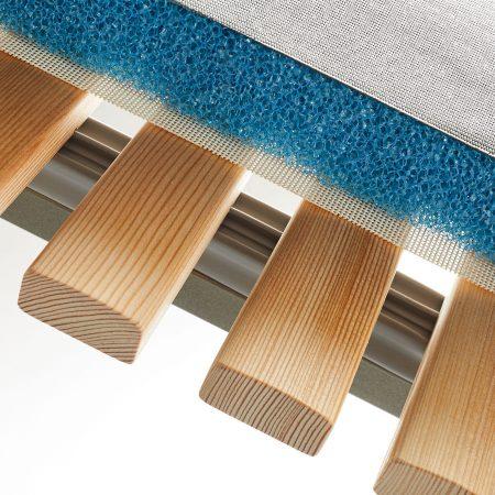 Schnelltrocknende Outdoor Auflage und Holz Sprossen Detail